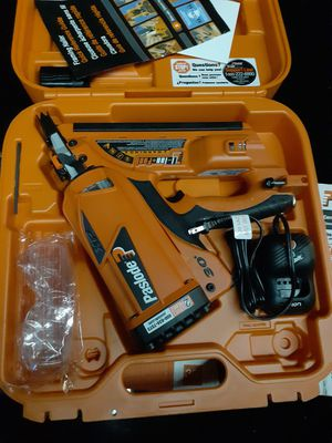 Paslode cordless nail gun comes with charger and battery in box for Sale in La Puente, CA