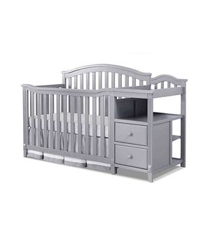 Sorelle Berkley 4 in 1 Convertible Crib & Changing Table in Grey for Sale in Queens, NY