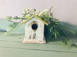 Little birdhouse w artificial flowers for Sale in Longview, WA
