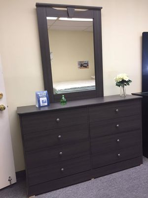 New compressed wood dresser with mirror for Sale in Los Angeles, CA