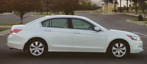 Diamond White Honda Accord 4 cylinder, automatic for Sale in Morgantown, WV