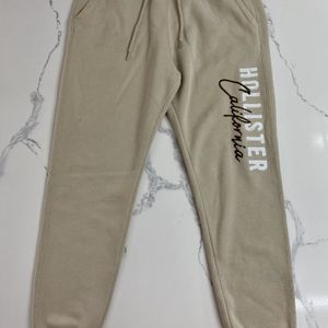 Excellent condition tan Hollister Logo Sweatpants for Sale in Sacramento, CA