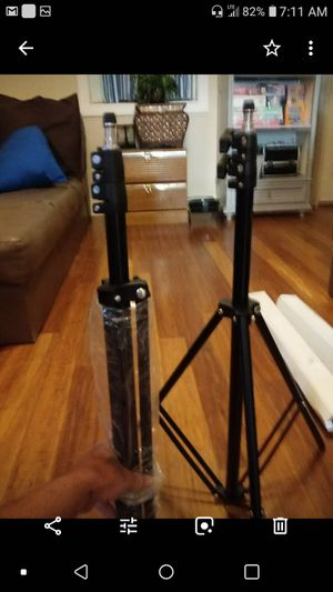 """Photography backdrop set. Includes 2 tripods 1 cross bar 1 carrying case and 2 large drop cloths. 107""""×130"""" for Sale in Payson, AZ"""