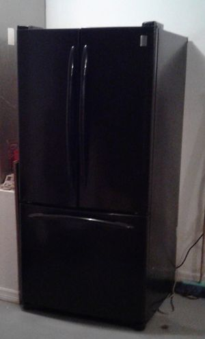 Free black black refrigerato, it turns on but it stopped Cooling a week ago for Sale in St. Cloud, FL