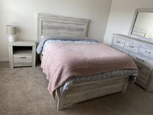 Queen Bedroom set, Ashley furniture for Sale in Tampa, FL
