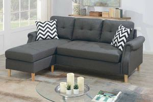 REVERSIBLE SECTIONAL W/2 ACCENT PILLOW for Sale in Riverside, CA