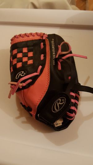 Softball glove for Sale in Des Plaines, IL