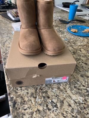 Brand new Ugg Boot size 13 girls NEVER WORN for Sale in Columbus, OH