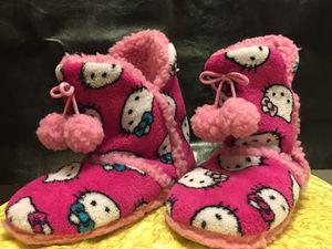 Hello Kitty slippers size 7 for Sale in Aberdeen, WA