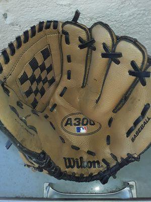 Baseball glove for Sale in Fontana, CA