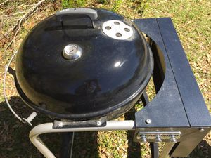 Webber grill / smoker. Great condition. for Sale in Frostproof, FL