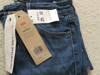 Levi's 711 Skinny Jeans. for Sale in Kirkland,  WA