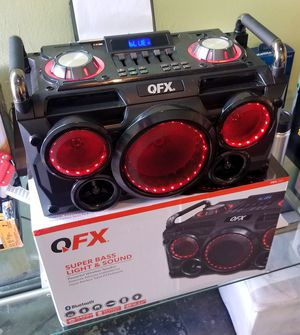 Portable bluetooth speaker. Rechargeable battery. FM radio. Microphone included. for Sale in Doral, FL