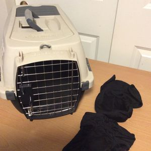 """Petmate """"kennel Cab"""" Pet carrier and small dog diapers for Sale in Lynnwood, WA"""