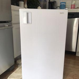 White Sanyo Mini Fridge w Freezer for Sale in Costa Mesa, CA