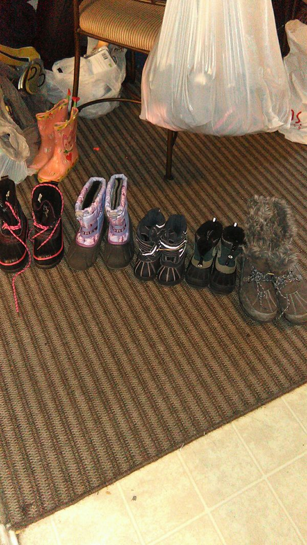 Beautiful toddler young girls and one size 10 women's snow boots the girls boots are 15 toddlers or 10 the woman's is 20 all in great condition