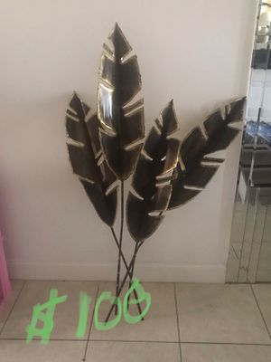 Palm leaf metal Sculpture paid $200 selling for $100 obo Negotiable for Sale in Deerfield Beach, FL