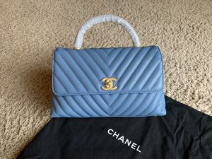 Beautiful Chanel bag in blue / Caviar crust leather /M for Sale in Patterson, CA