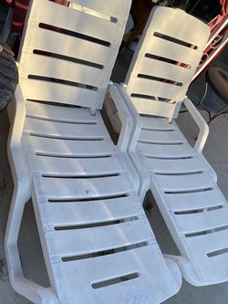 Plastic Outdoor Pool Recliners for Sale in Los Angeles,  CA