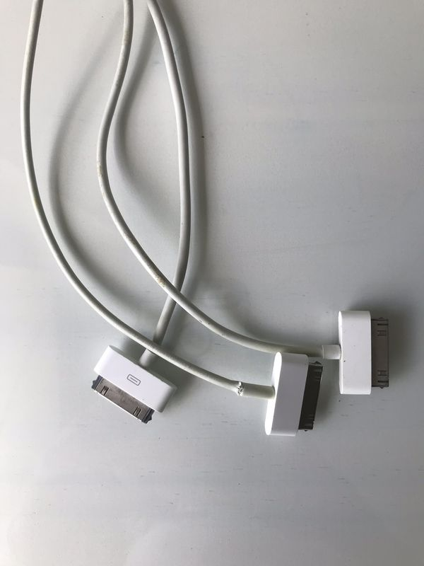 Iphone 4 charger/ Ipad 2 wi-fi