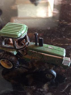 Antique John Deere Tractor Toy for Sale in Lee's Summit,  MO