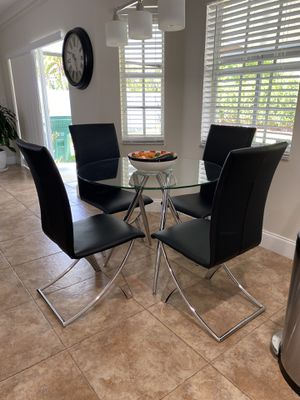 Beautiful dining table set for Sale in Miami, FL