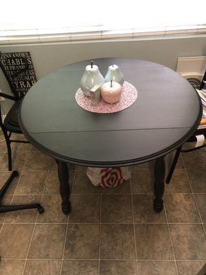 BLACK DINNING TABLE WITH DROPPABLE ENDS for Sale in San Diego, CA