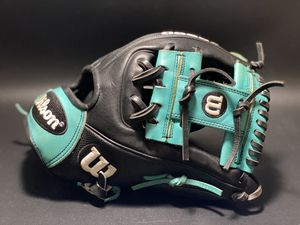 Wilson A2000 RC22 11.50 baseball glove for Sale in Garden City South, NY