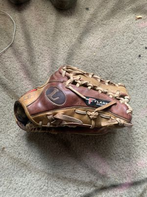 Louisville Slugger Baseball Glove for Sale in Schertz, TX