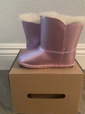 Uggs boots size 4/5 for Sale in Las Vegas, NV