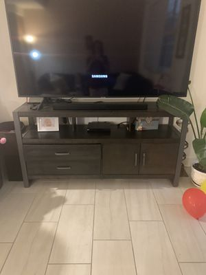 Wood tv stand for Sale in Aventura, FL