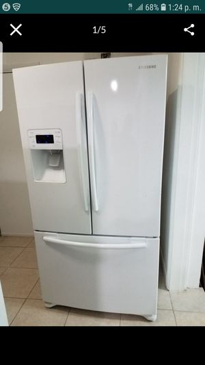Samsung refrigerator . for Sale in Miami, FL