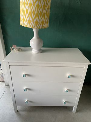 Dresser with lamp for Sale in Cerritos, CA