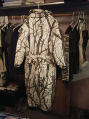 Cabellas white brush hunting winter suit-size XL (New) for Sale in Helena, MT