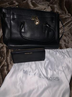 Michael Kors Large Traveler Bag & Matching Wallet for Sale in Houston, TX