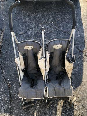 MacLaren double stroller for Sale in Caseyville, IL