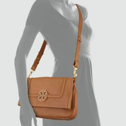NWT Authentic Tory Burch Amanda Foldover Messenger bag for Sale in Nashville,  TN