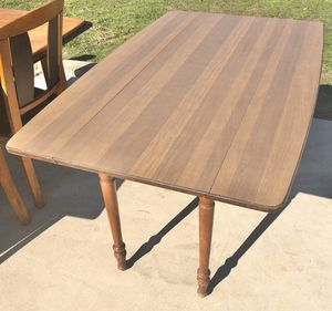 Tell City Chair Co. Vintage Drop Leaf Dining Table for Sale in Burleson, TX