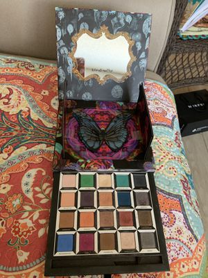 Limited edition Alice in wonderland eyeshadow palette for Sale in Saint Petersburg, FL