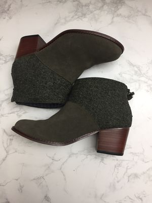 Women Toms boots size W 6 still new suede leather perfect condition $38 for Sale in Los Angeles, CA