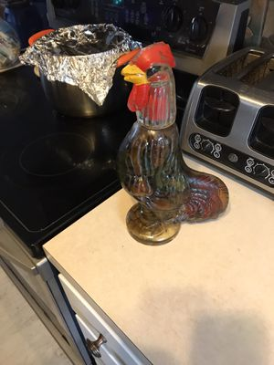 Chicken knickknack in good condition Made out of glass for Sale in PT CHARLOTTE, FL