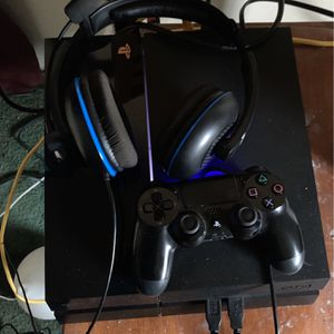 PlayStation 4 With Turtle Beach Headset for Sale in San Leandro, CA