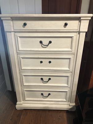 Dresser chest furniture for Sale in Norwalk, CA