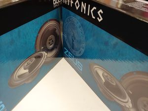 2 pairs Hifonics 6.5 inch 3 way 300 watts car speakers brand new for Sale in Bell Gardens, CA