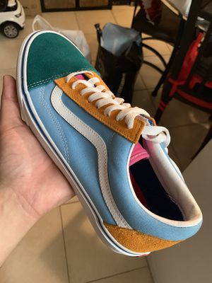 Vans old skool color canvas size 8.5 for Sale in North Miami Beach, FL