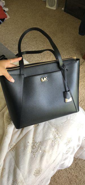 Michael kors Maddie md tote/shoulder bag for Sale in Orange, TX