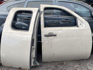 Both passenger doors Chevrolet Silverado 2009 for Sale in Opa-locka, FL
