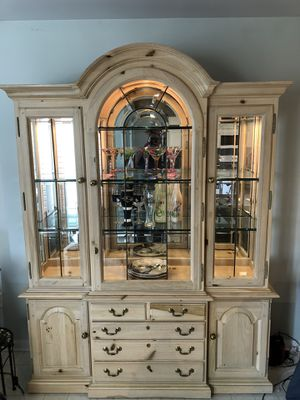 Thomasville China Cabinet for Sale in Abingdon, MD
