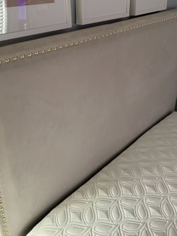 Full Size Platform Bed Frame for Sale in Seattle,  WA