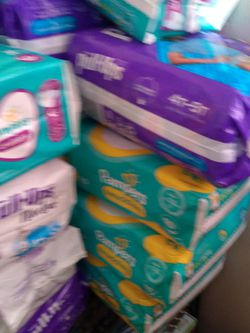 Pampers Diapers for Sale in Lynwood,  CA
